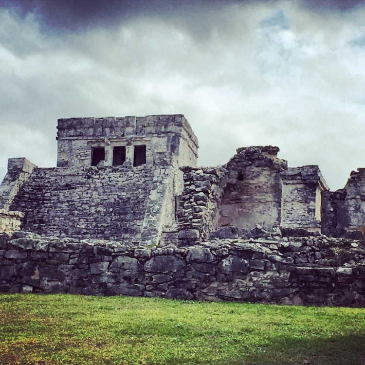 the ancient ruins in tulum mexico