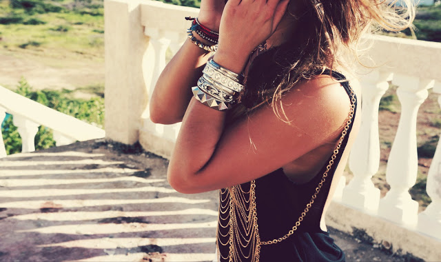 layered jewelry makes for bohemian chic style