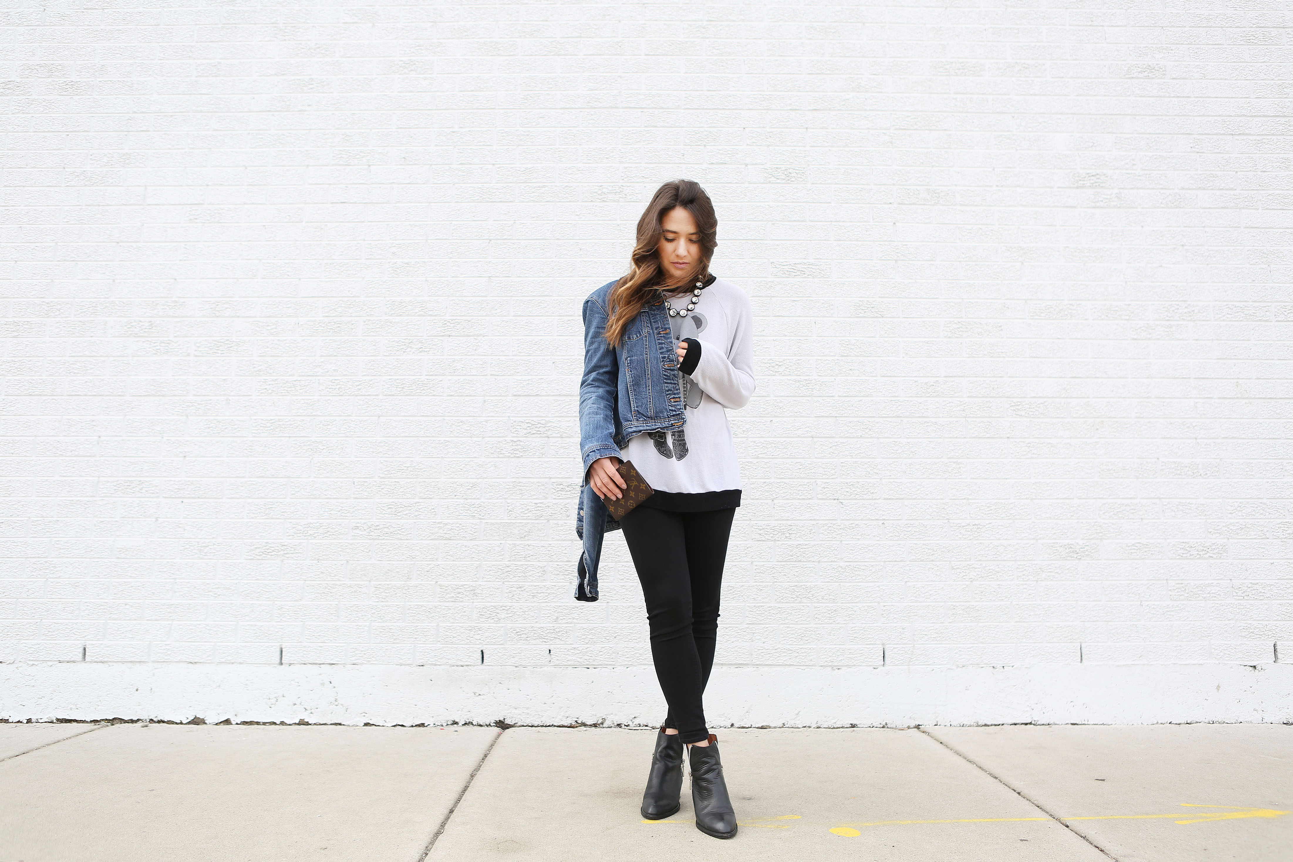 easy-outfit-black-jeans-sweater-bootie
