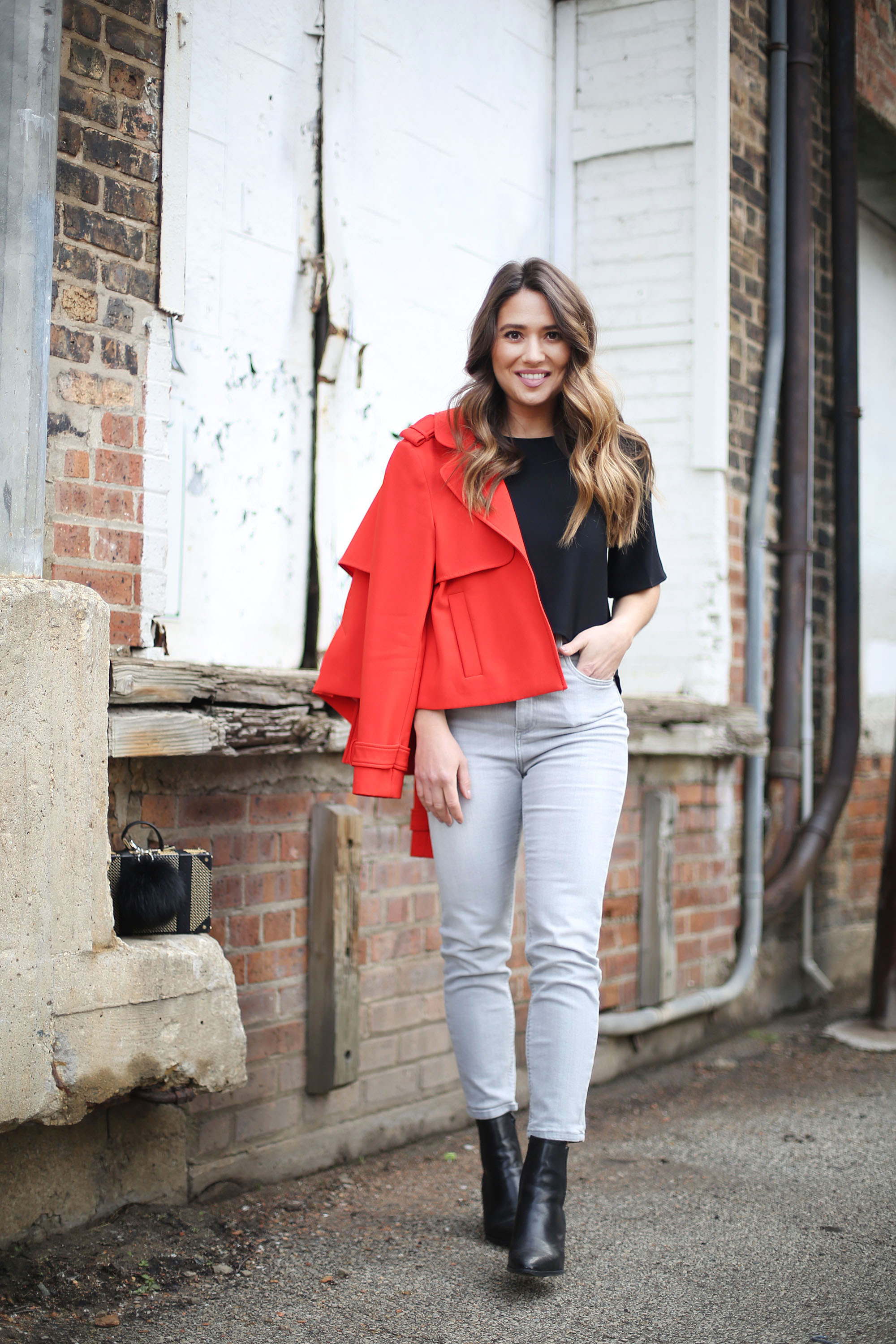 date-night-outfit-idea-jeans-red-blazer