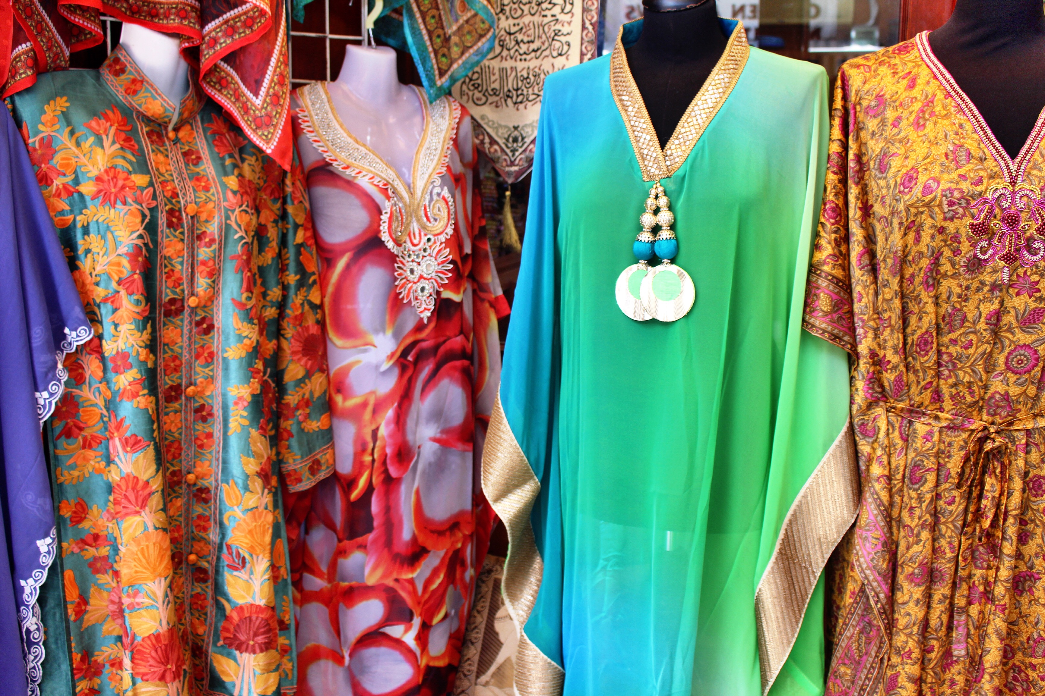 colorful-kaftans-souks-dubai