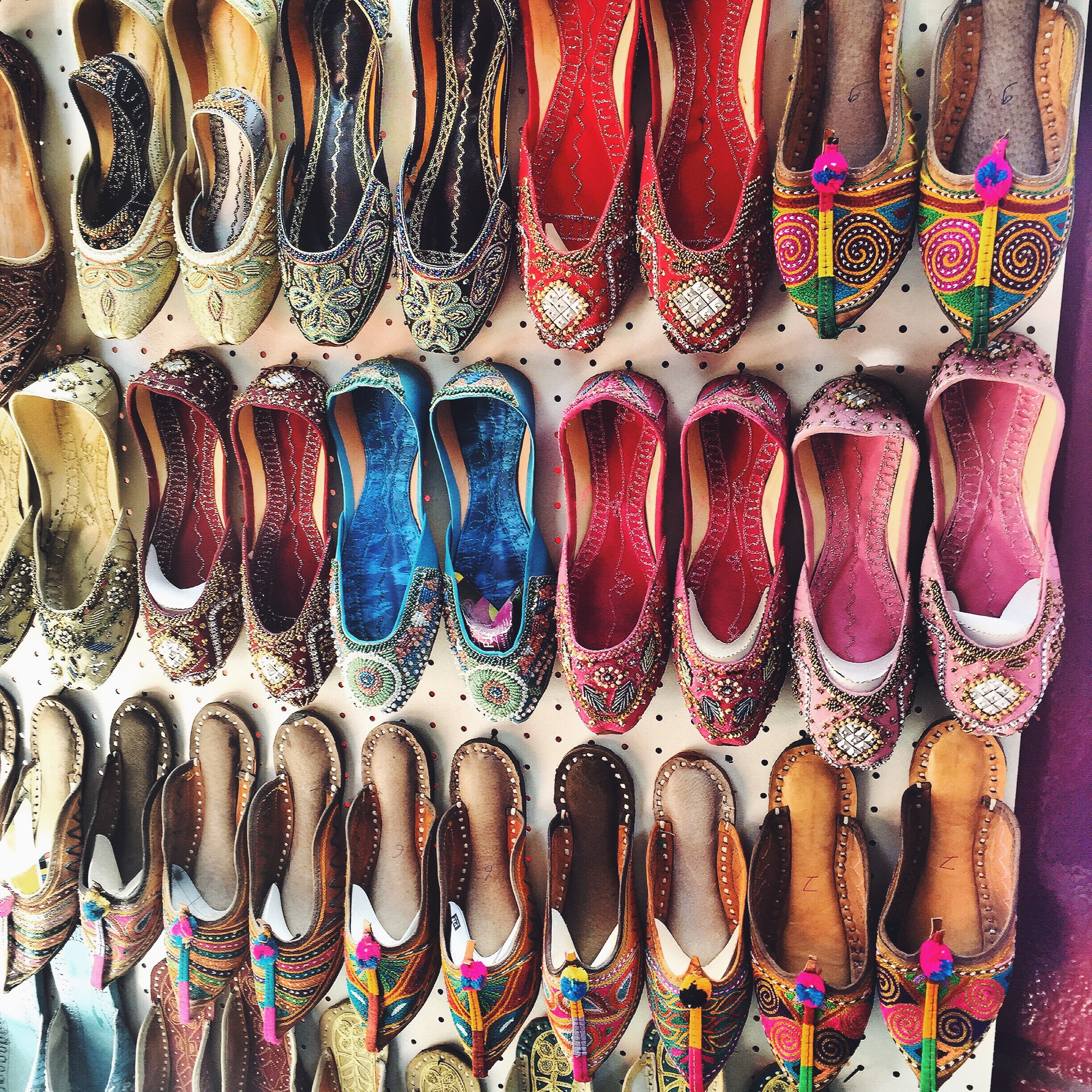 ethnic-slippers-dubai