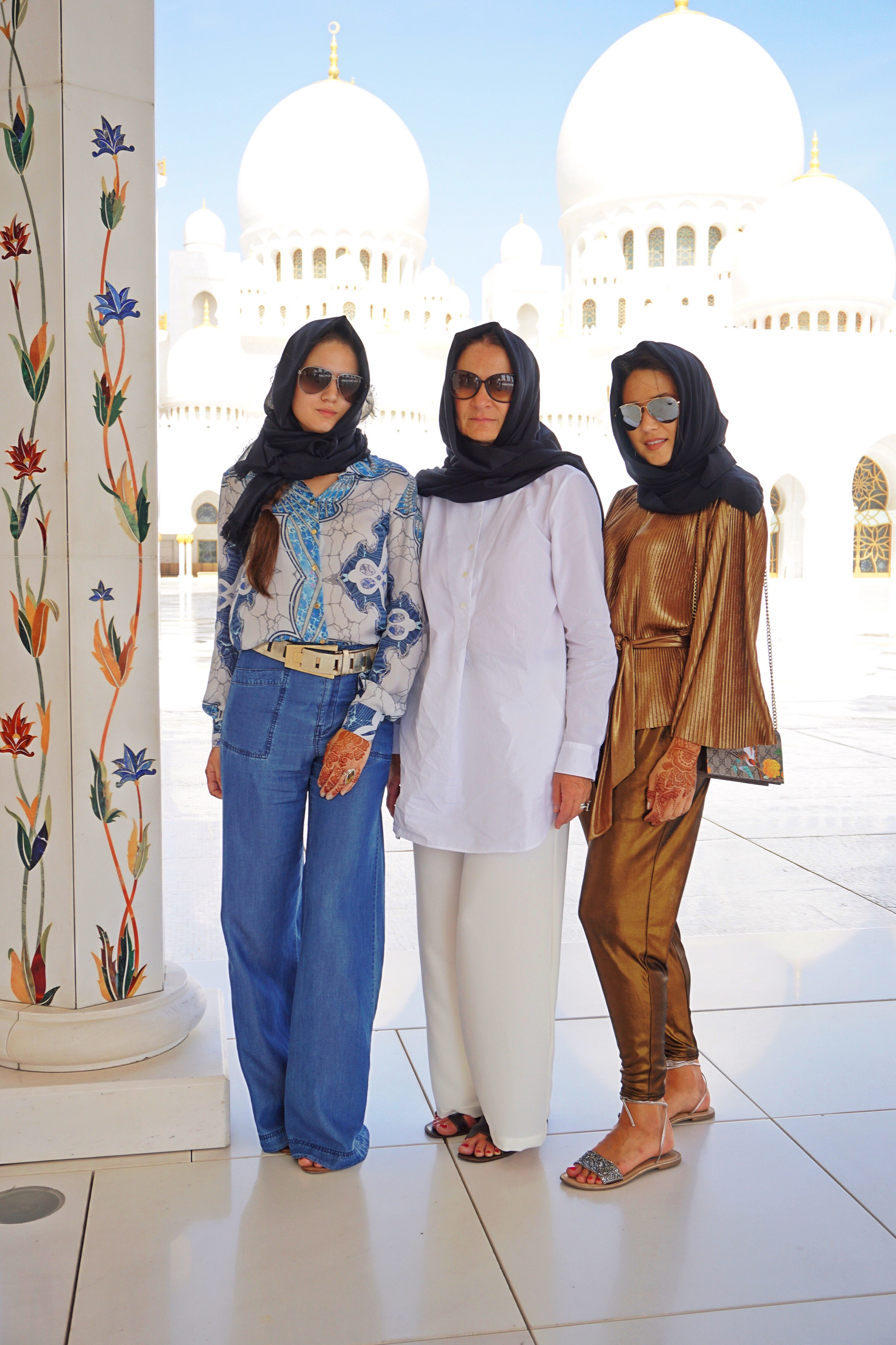 mom-with-daughters-arabian