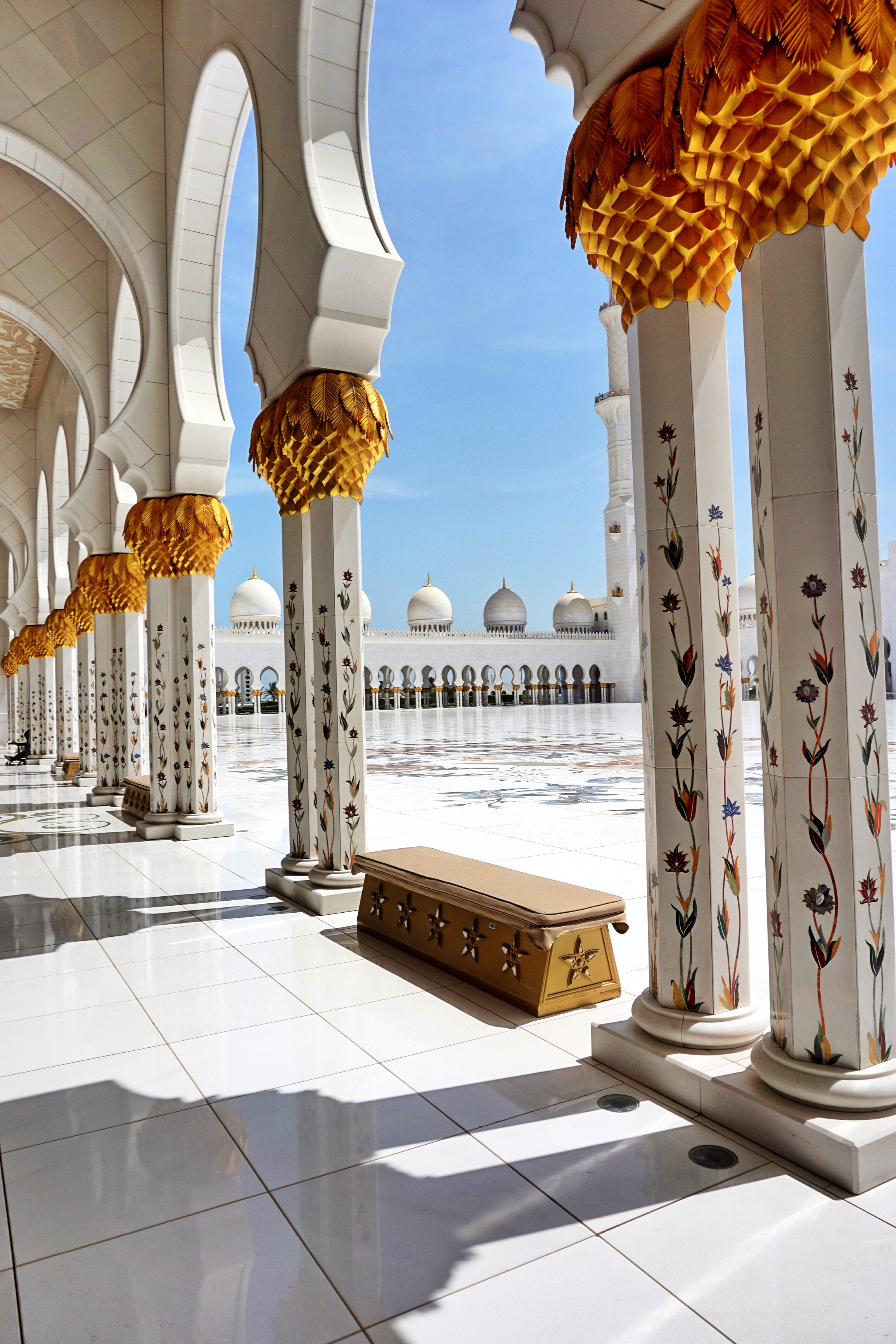 pillars-mosque-abu-dhabi