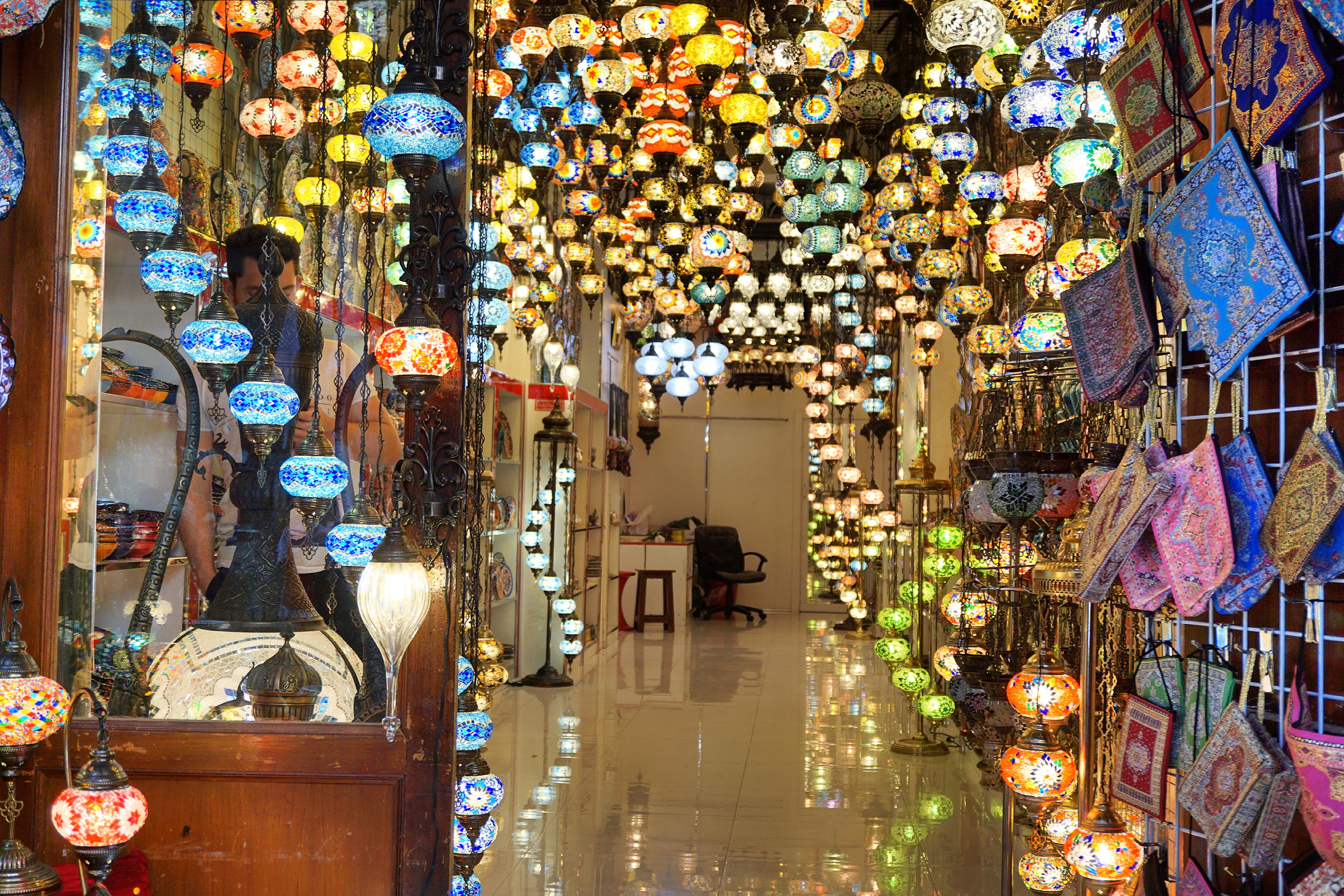 colorful-lights-lighting-fixtures-souks-dubai