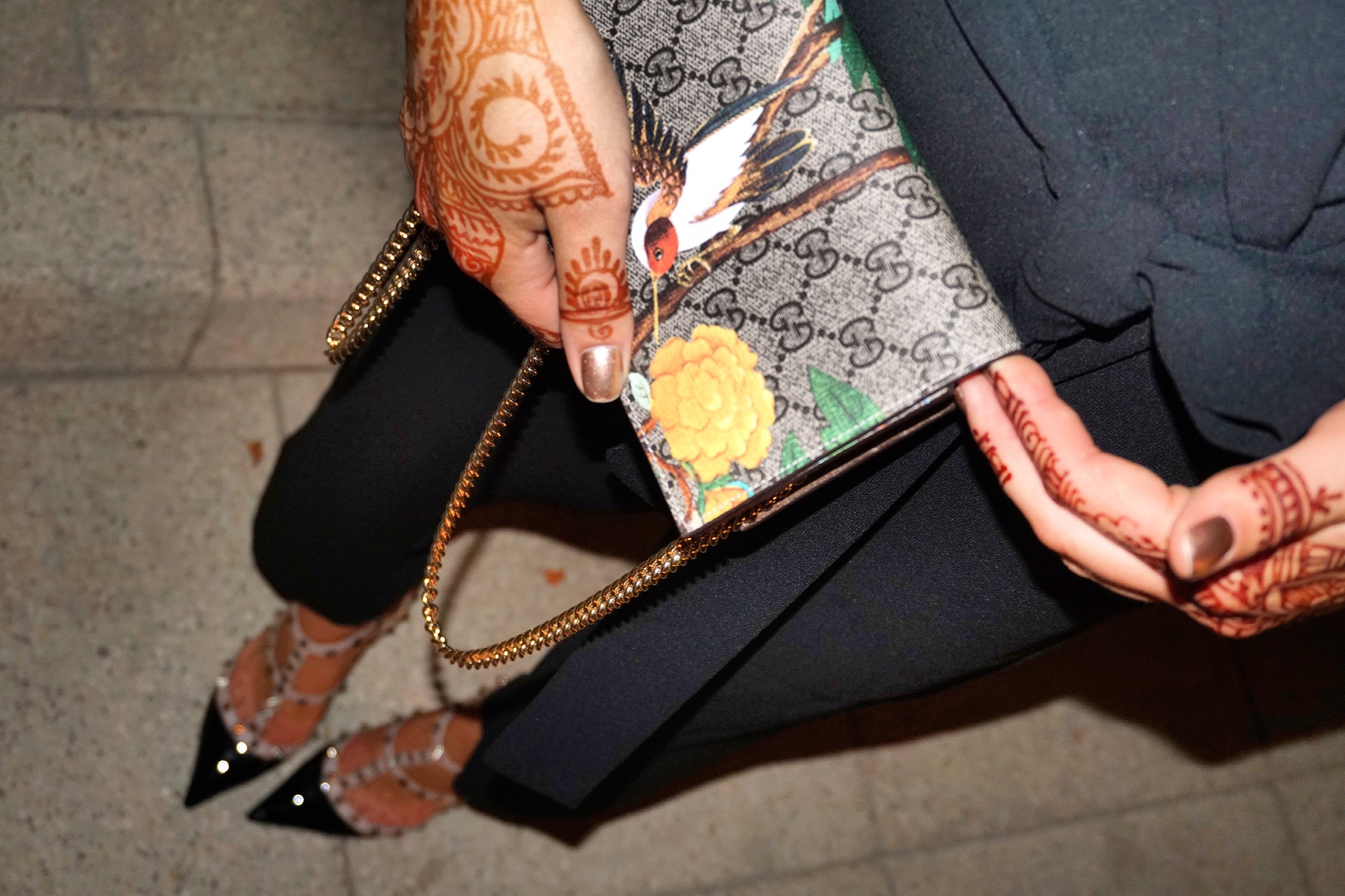 gucci-purse-henna-dubai