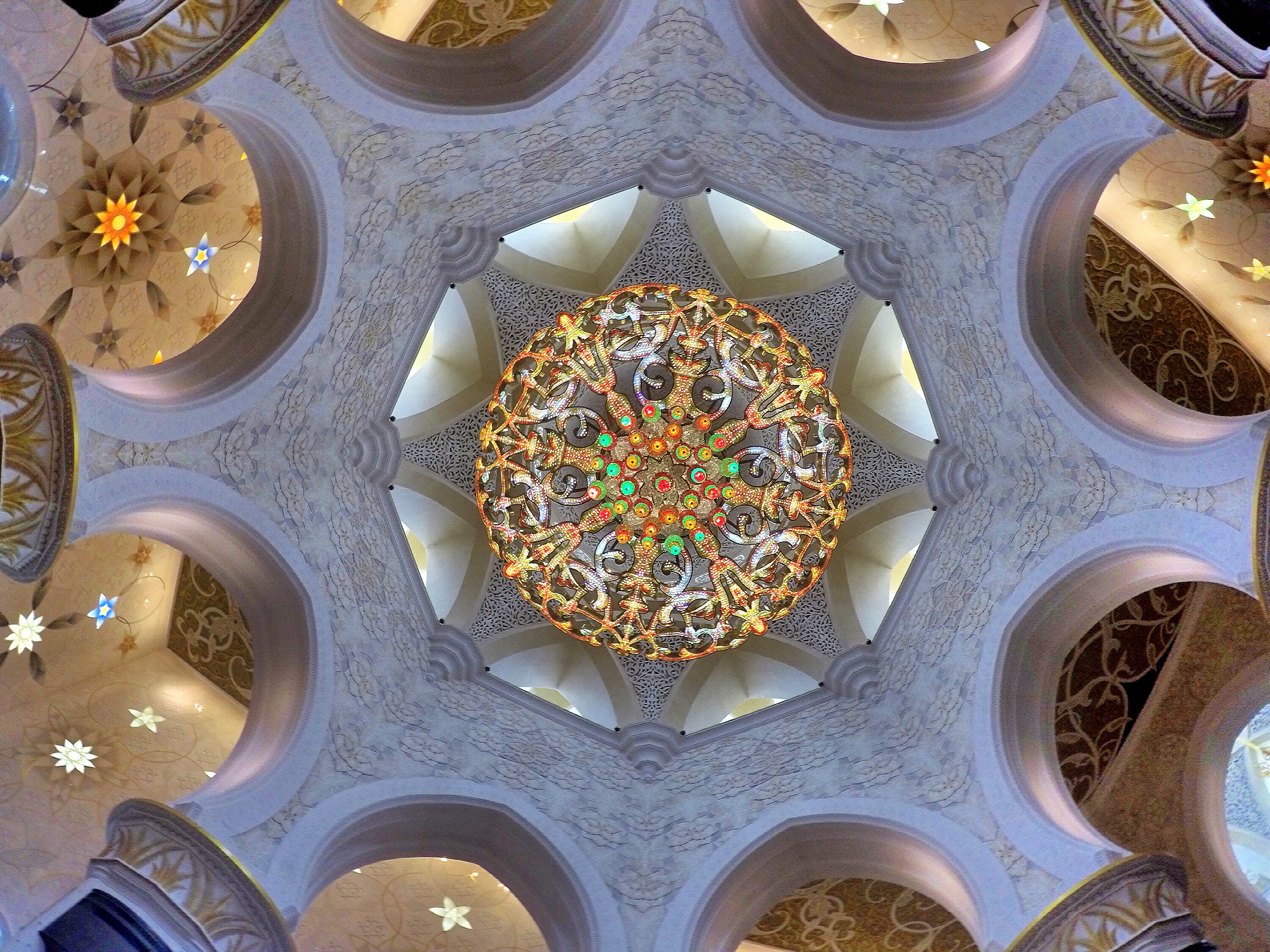 ceiling-inside-mosque-abu-dhabi