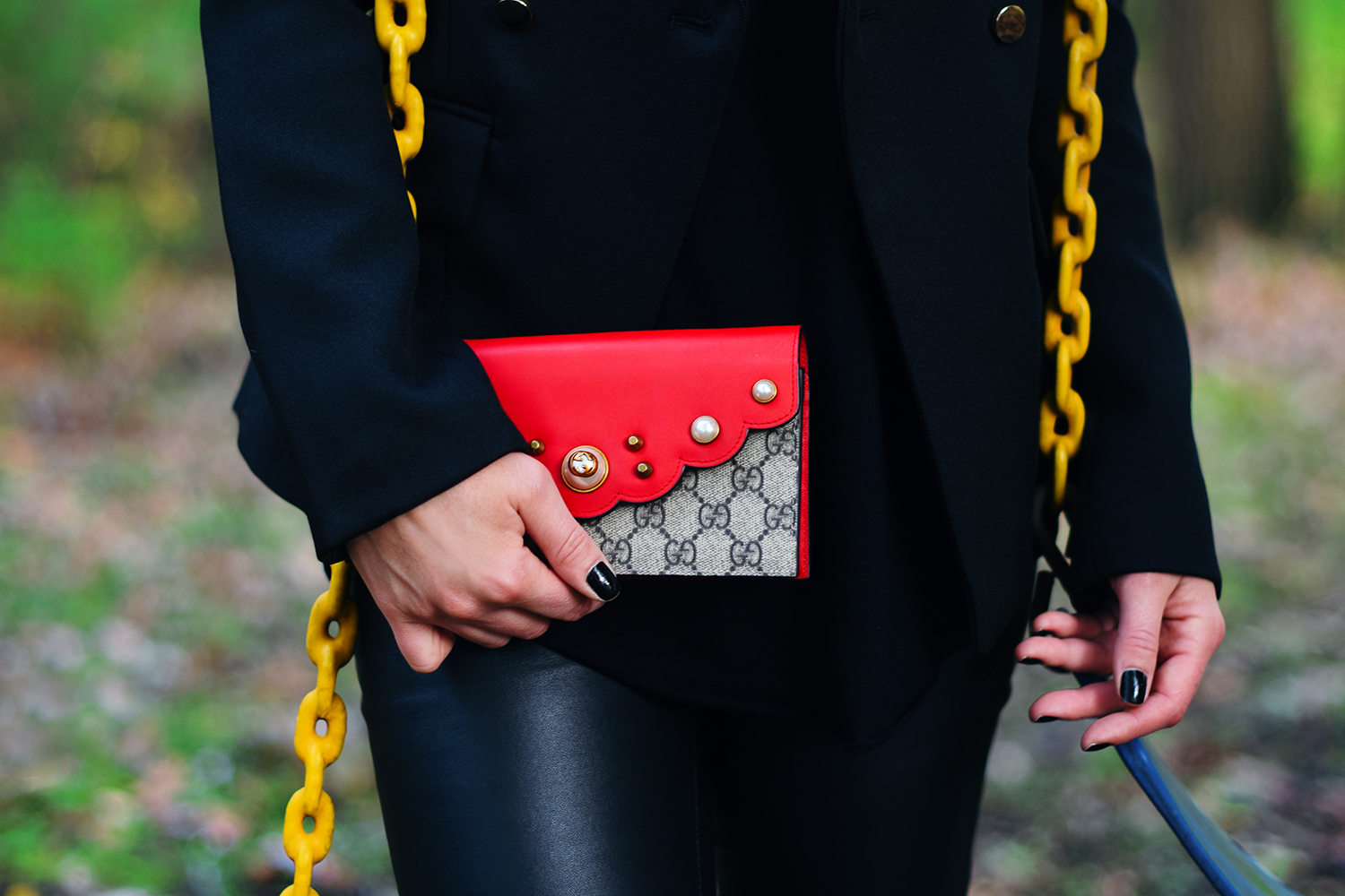 red-and-pearl-gucci-clutch