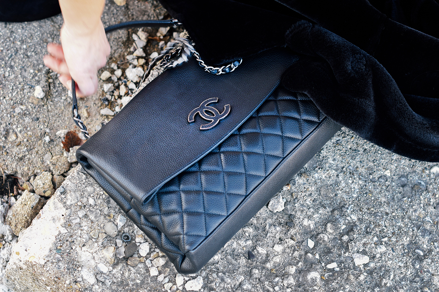 chanel-bag-purse-black-classic