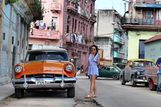 lincoln-car-ford-model-cuba-girl-cute-outfit