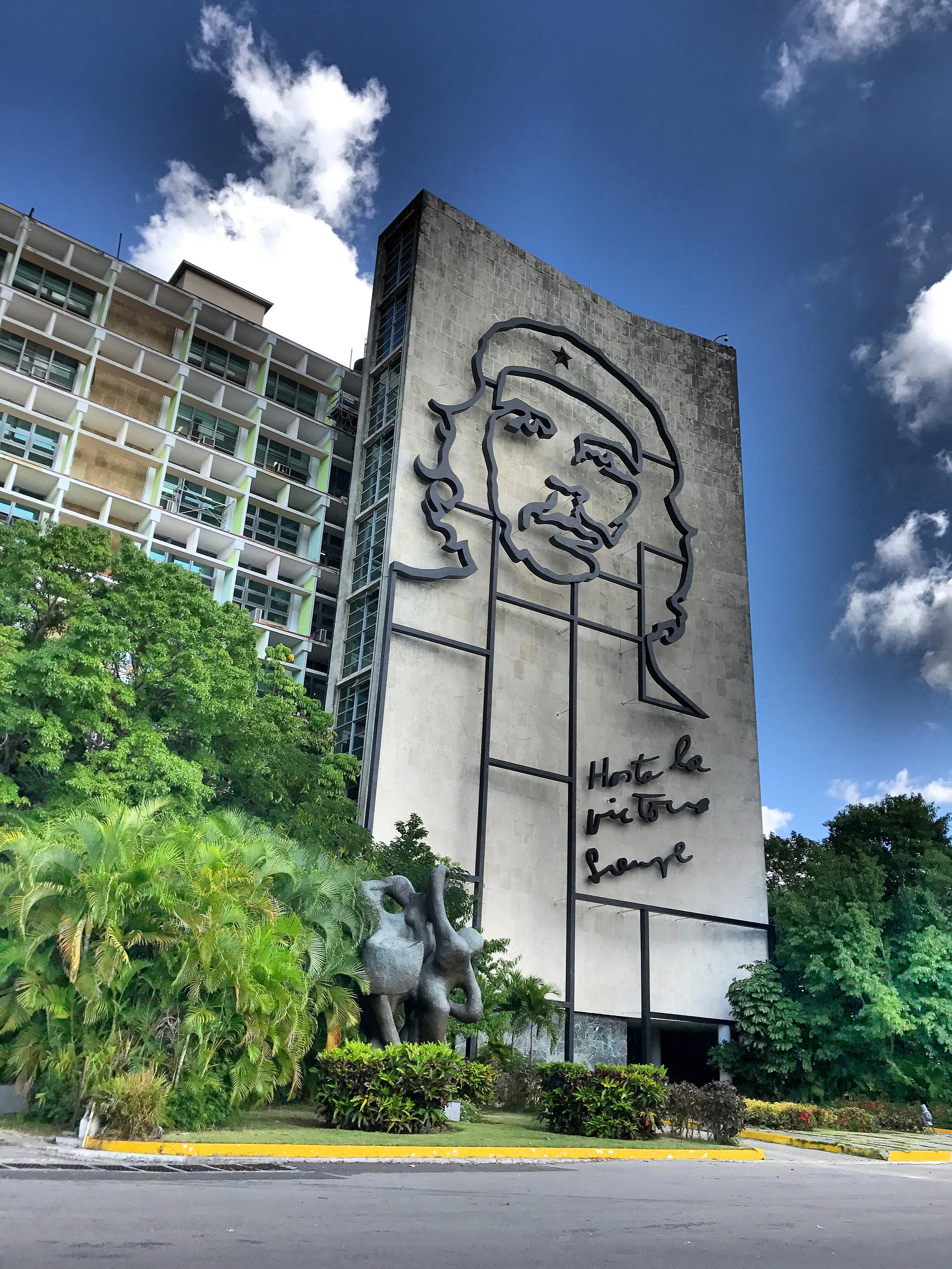 fidel-castro-building-cuba