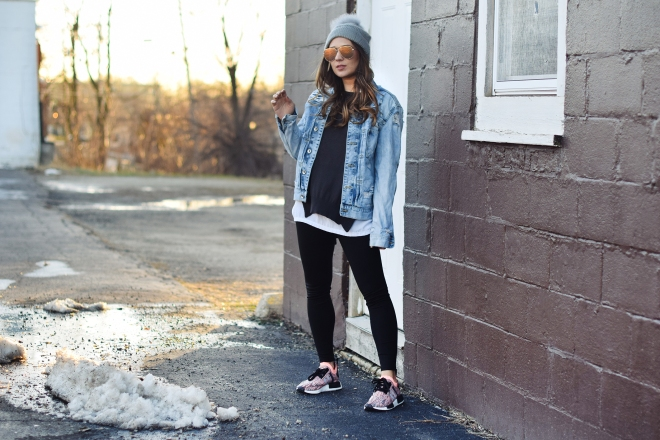 super-chill-cool-outfit-oversized-jean-jacket-desi-perkins-quay-sunglasses