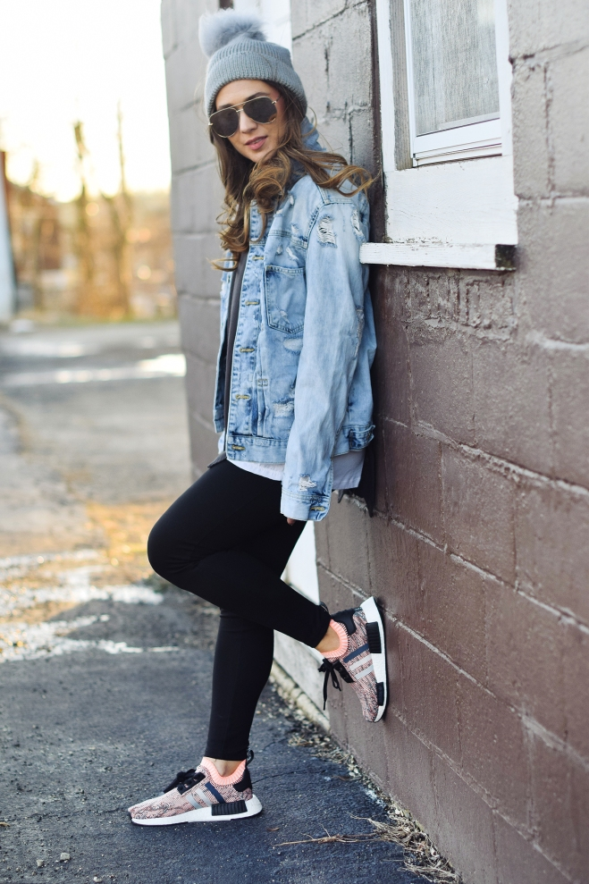 cute-girl-chill-outfit-leggings-jean-jacket-beanie-sneakers