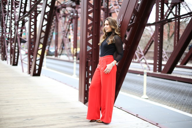 girl-standing-on-bridge-super-cute-style
