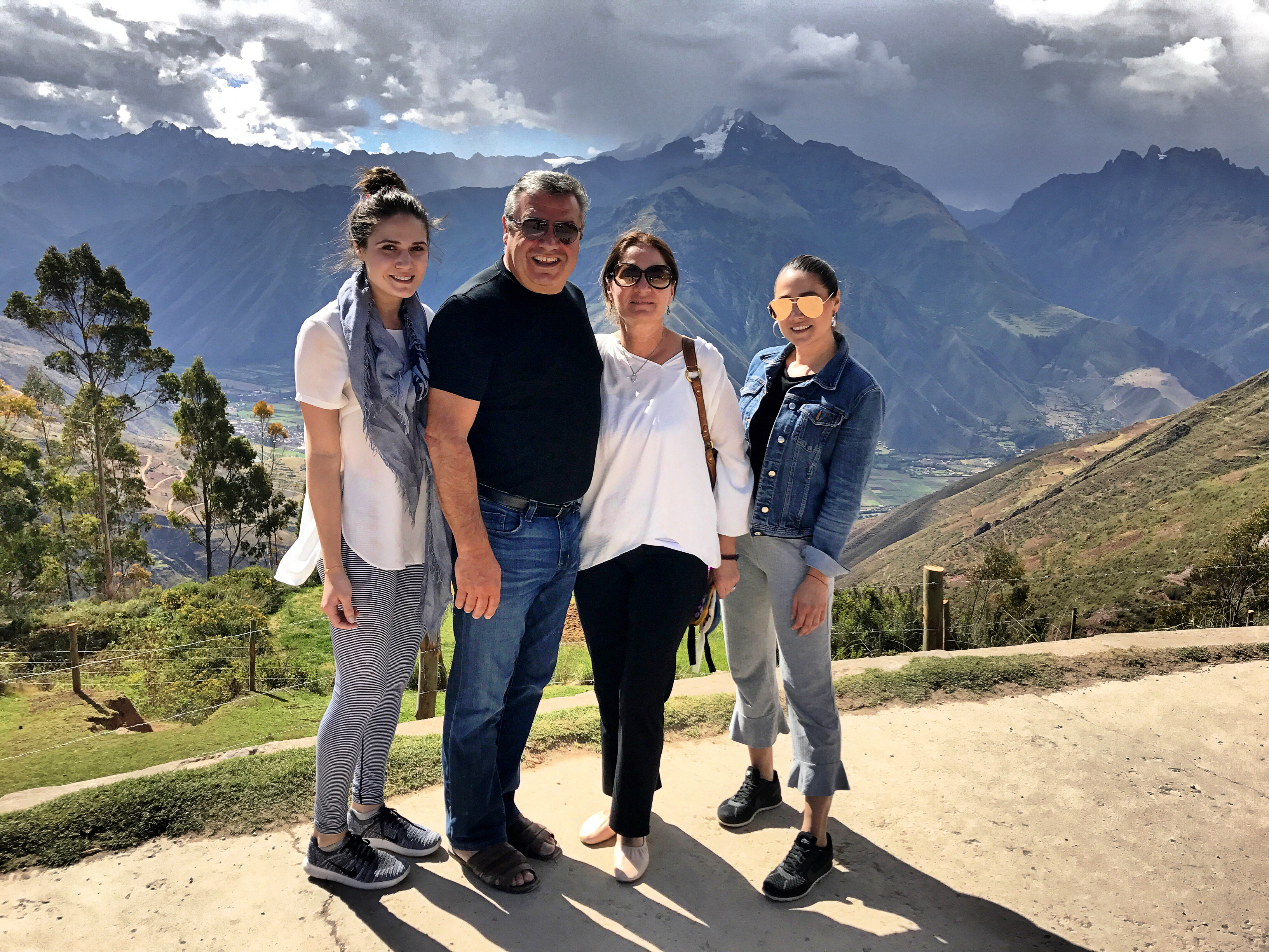 machu-picchu-family-in-peru-vacation